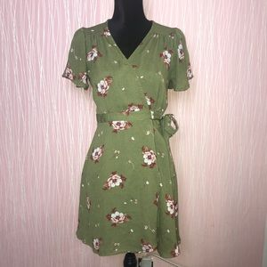 Dresses & Skirts - Floral Wrap Around Green Dress Size Small